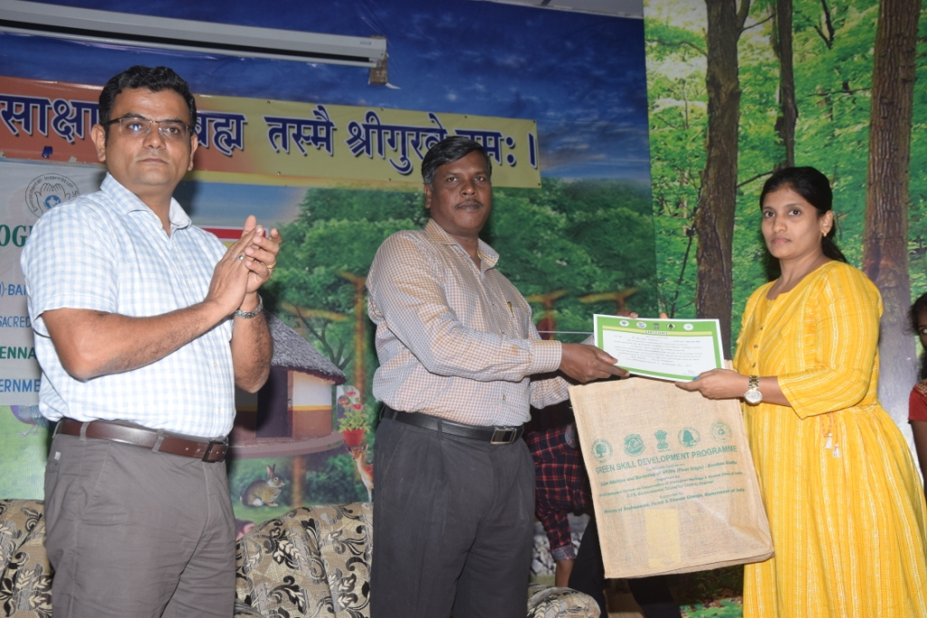 Dr. C. Sivaperuman, officer In-charge, ZSI, Port Blair, distributing the certificates